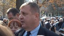 Каракачанов за македонците: Щом не слушат, ще стоят в антрето в коридора