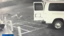 Обирджии с краден бус изтръгнаха банкомат от стена на магазин
