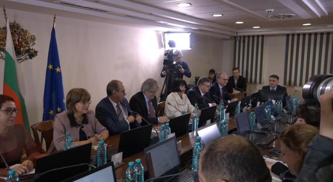 Лют спор във ВСС какво да правят с указа на Радев
