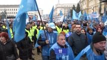 КТ Подкрепа от протеста пред НС: Искаме да се плащат първите 5 дни на 100% от работодателя