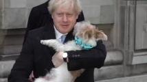 Борис Джонсън гласува с куче и благодари