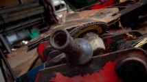 Обирджиите на склада на митниците край Благоевград рязали с ъглошлайф каси