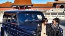 Богаташка разгневи Китай, карайки луксозната си кола в Забранения град