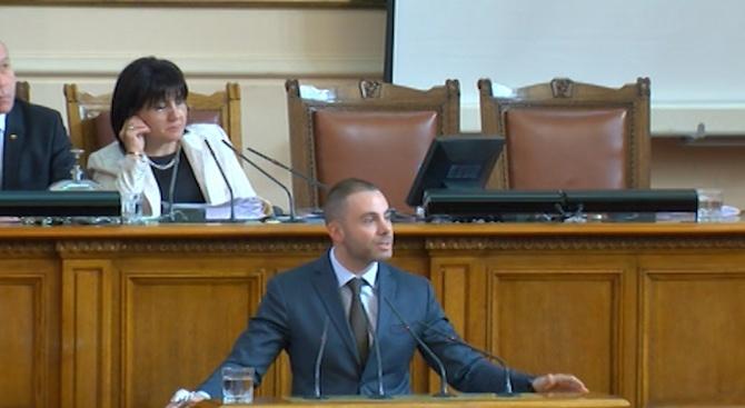Александър Ненков: От БСП искат да разрешат една криза със създаването на по-голяма